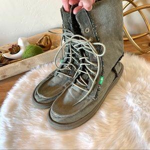 Sanuk lace up boots